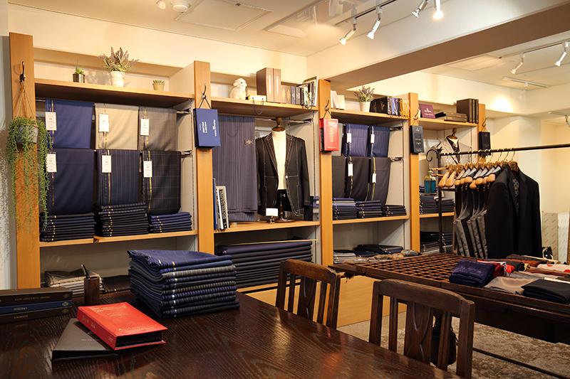 広島えびすテーラーでは完全国内縫製で舶来の様々な生地を楽しむことができる