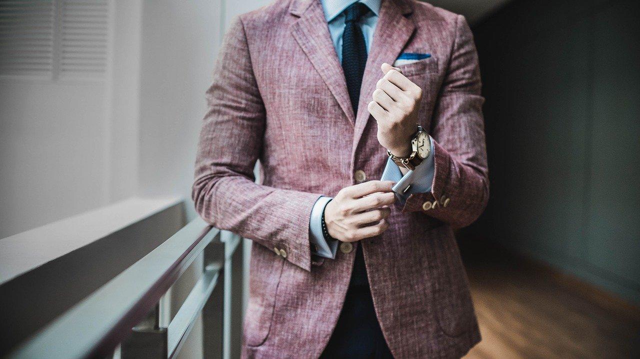 ビジネスやオフィスカジュアルで活躍するジャケットの選び方とは?