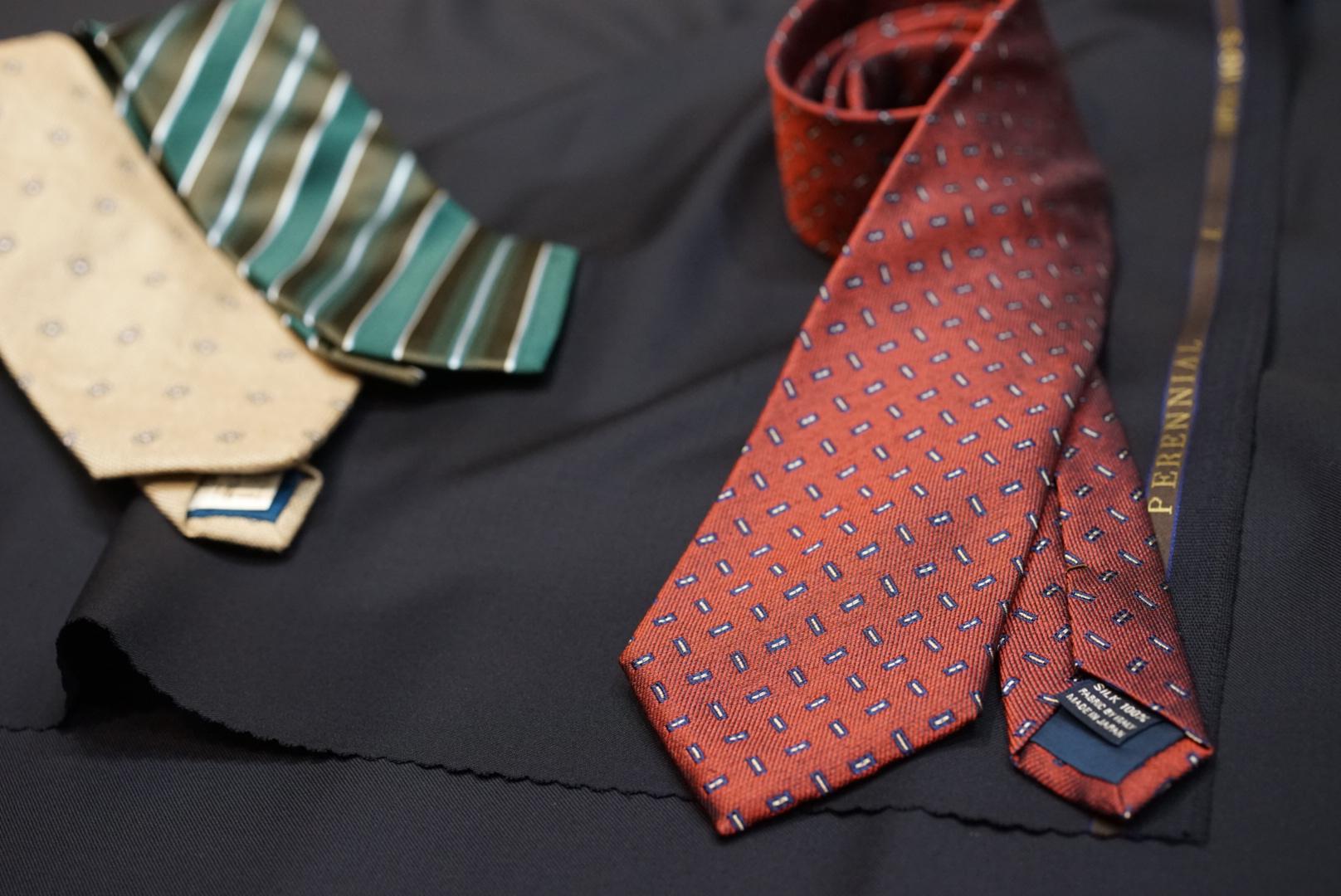 ネイビースーツとネクタイの合わせ方