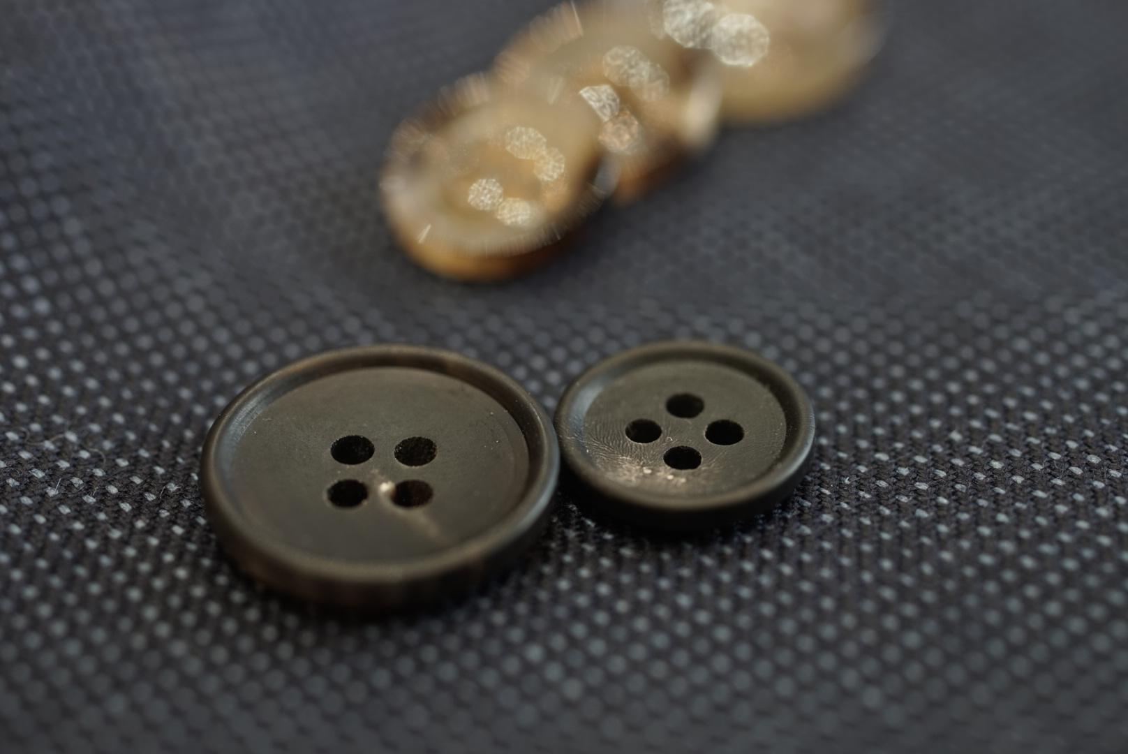 福岡えびすテーラー オーダースーツ ボタンの色